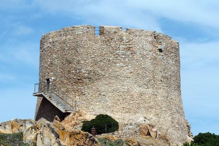 Santa Teresa di Gallura, Sardaigne, Italie - Tour Longosardo ou tour espagnole - bâtiment du XVIe siècle. Banque d'images