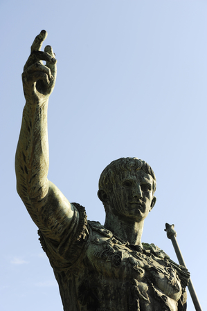 Statue of the Emperor Trajan in Fori Imperiali street, Rome, Italy 新聞圖片