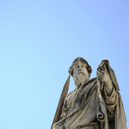 The statue of St. Paul backed by blue sky, Vatican City (Rome, Italy). 新聞圖片