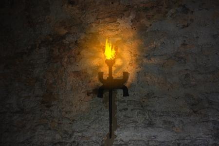 castello medievale: torcia sul muro di un vecchio castello Dubno, Ucraina