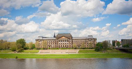 chancellerie: Minist�re des Finances et Saxon Chancellerie d'Etat immeubles de plus de Elbe � Dresde, Allemagne