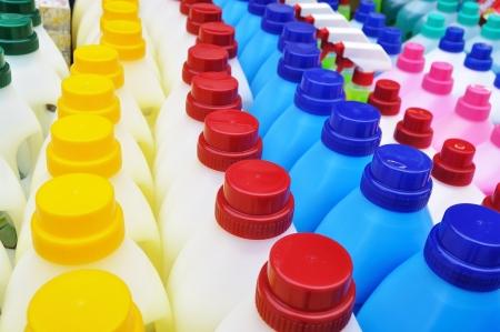Plastové láhve detergentů - čisticí prostředky