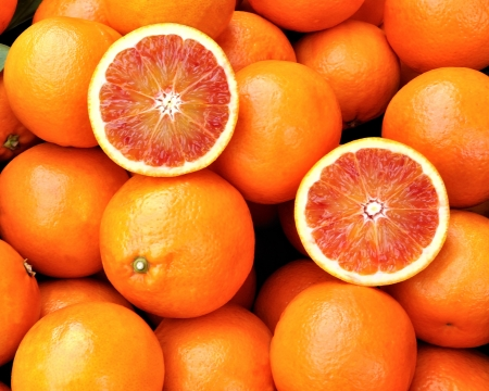 naranjas: Naranjas rojas de Sicilia, Italia Foto de archivo
