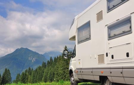 Camper zaparkoval na hory Reklamní fotografie