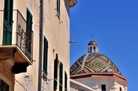 Dome kostela San Michele, symbol Alghero, Sardinie, Itálie