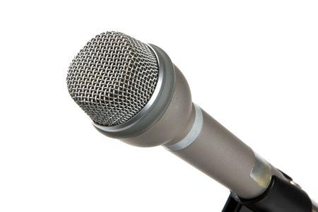 Micrófono omnidireccional de mano plateado sobre un fondo blanco. Foto de archivo - 5758067