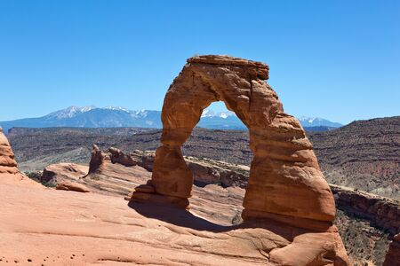 ut: Delicate Arch, a natural sandstone formation, is located in Arches National Park, Utah, USA.
