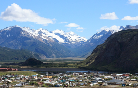 los glaciares: A view over El Chalten, a popular hiking hub town in Argentina,  with the mountains of Los Glaciares National Park in the background. The town is the starting point for some of the most popular hikes in Patagonia.