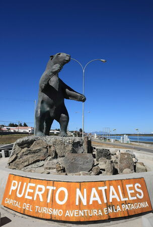 puerto natales: A statue of the miliodon on the road to Puerto Natales, Patagonia, Chile. Editorial
