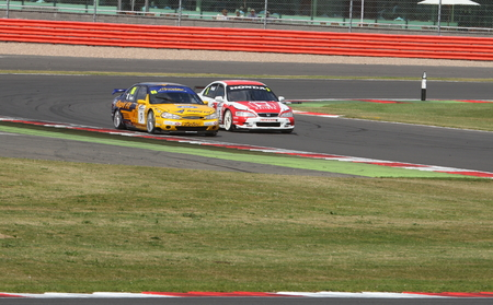 accord: Honda Accord and Ford Mondeo side by side during the British Touring Car race at an historic race meeting.