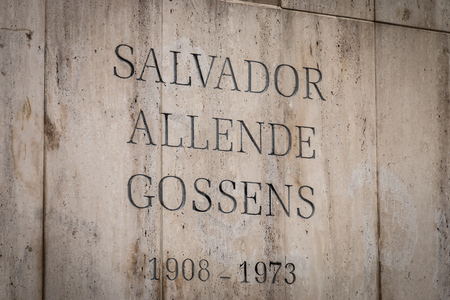 salvador allende: Grave of Salvador Allende, Latin Americas first freely elected Marxist president, in the National Cemetery Cementerio General de Santiago, Santiago, Chile. Allende was overthrow by Agusto Pinocet in a military coup backed by the United States. Editorial