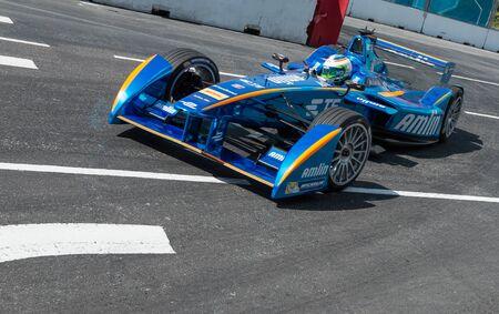 Simona de Silvestro Andretti team di Formula E arrotonda il tornante durante le qualifiche per il 2015 di Formula E ePrix a Putrajaya, Malaysia.