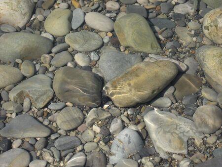 sumergido: rocas sumergidas Foto de archivo