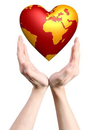 cuore in mano: cuore mondo in mani isolati su sfondo bianco
