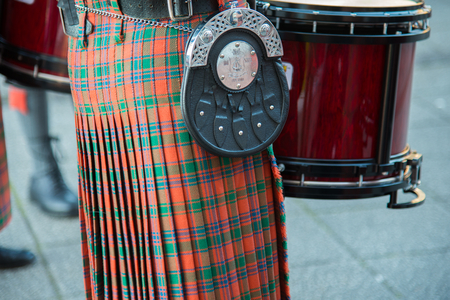 ancient tradition: La antigua tradici�n del tambor y el kilt