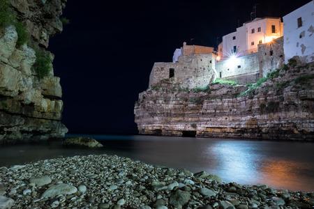 yegua: Playa de Polignano a Mare - Puglia - Italia
