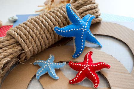 DIY instruction. Step by step tutorial. Making Summer decor - wreath of rope with sea stars made of felt. Craft tools and supplies