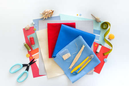 DIY instruction. Step by step tutorial. Making Summer decor - wreath of rope with sea stars made of felt. Craft tools and supplies. Step 1 Foto de archivo