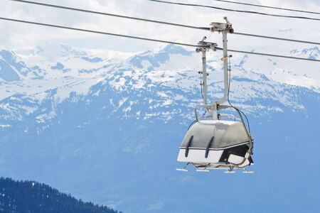 ski runs: Chair lift for the ski runs at Whistler Peak in British Columbia, Canada