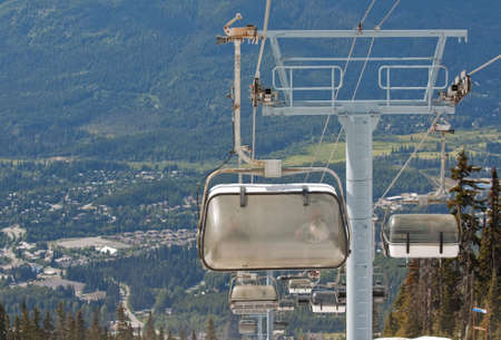 ski runs: Chair lifts for the ski runs at Whistler Peak in British Columbia, Canada