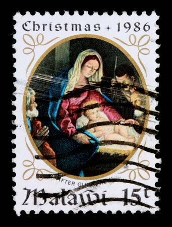 MALAWI -CIRCA 1986: A 15-tambala Christmas stamp printed in Malawi shows the Adoration of the Magi, circa 1986 新聞圖片