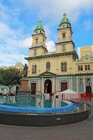 devastating: Statue of Vicente Rocafuerte in front of the Church of San Francisco in downtown Guayaquil, Ecuador  Rocafuerte was the first native president of Ecuador and the church, originally built during the 1700s, was rebuilt in 1902 following the devastating fire Stock Photo