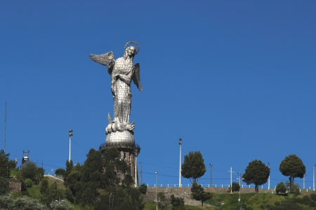View of the statue of the Madonna at the top of the hill El Panecillo overlooking the city of Quito, Ecuador 版權商用圖片