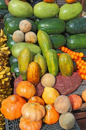 Tropical fruit and vegetables at a roadside stand in the Andean highlands near Quito, Ecuador Stok Fotoğraf