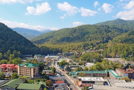 Downtown Gatlinburg, Tennessee viewed from above looking towards Smoky Mountains National Park Stock fotó