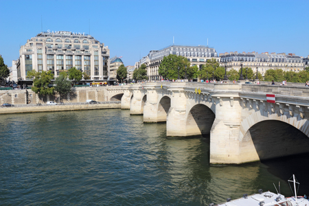 ile de la cite: PARIS, FRANCE - SEPTEMBER 10 2014: Pedestrians crossing Pont Neuf from the right bank of the Seine. This bridge connects the Ile de la Cite to both banks of the river and is popular with tourists.