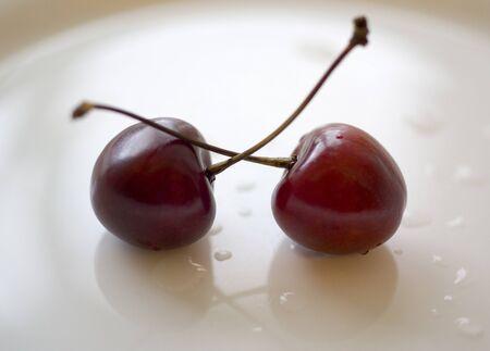 Las cerezas de color rojo Foto de archivo