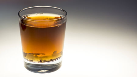 T� con az�car en un vaso de t�