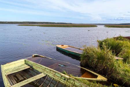 Barcos viejos en el lago salvaje nothern Foto de archivo