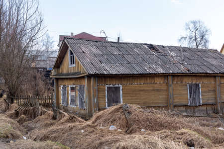Old shabby abandoned wooden house amid devastation and neglect Archivio Fotografico