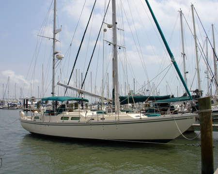 docked: barco atracado  Foto de archivo