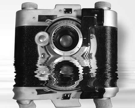 Vecchia macchina fotografica riflessione Archivio Fotografico - 750260