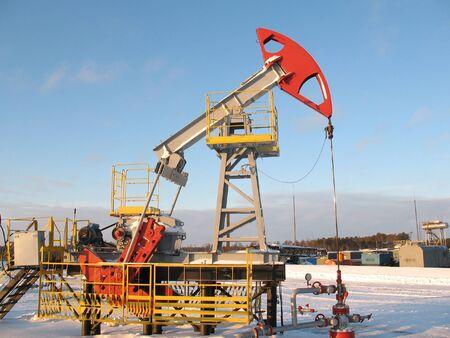 Oliewinning. Olie-industrie. Bouw en het mechanisme in werk. Stockfoto