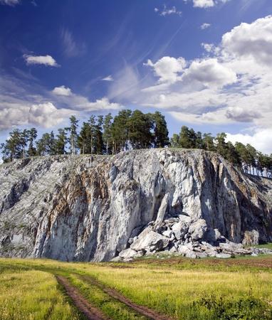 Mooie herfst landschap. Blauwe hemel boven rocky mountains Stockfoto