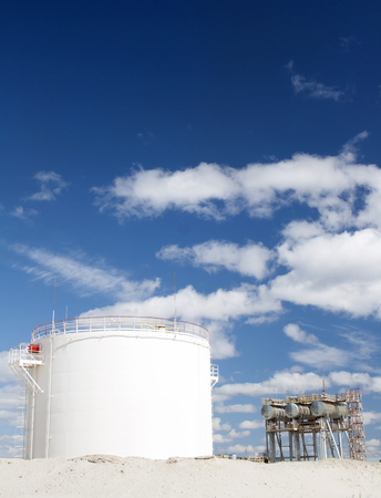 gas refinery: Gas refinery plant. Gas station