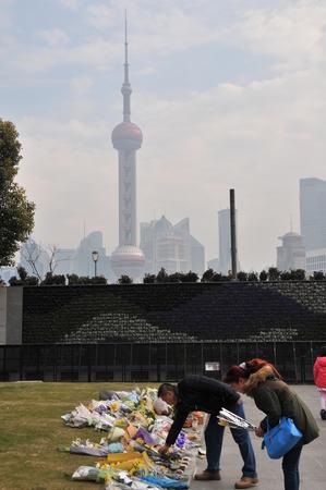 stampede: Shanghai Bund people mourn stampede victims