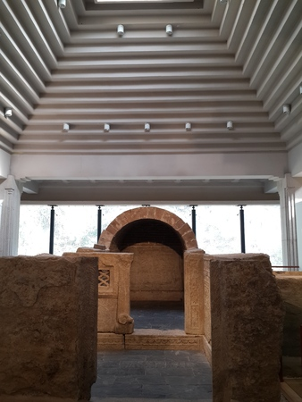 tomb: Han dynasty stone tomb