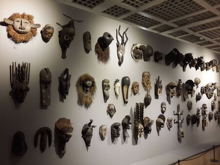 wood figurine: African wood carving art