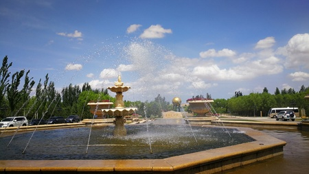 Landscape view of a fountain under the clear blue sky