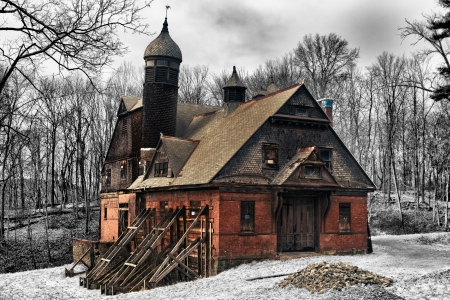 Abandoned carriage house photo