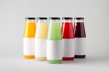 ジュース ボトル モックアップ-複数のボトル。空白のラベル