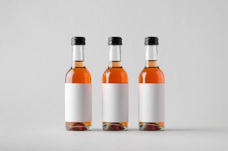 caballo bebe: Wine Quarter Bottle Mock-Up - Three Bottles. Blank Label Foto de archivo
