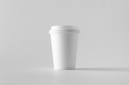 12 oz. white coffee paper cup mock-up with lid. Banco de Imagens - 115963497