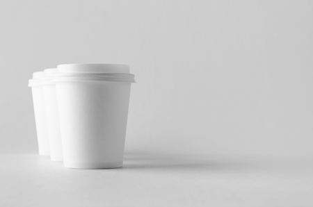 8 oz. white coffee paper cup mock-up with lid. Banco de Imagens - 115963501