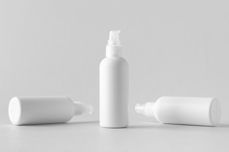 White plastic cosmetic foam pump bottle mock-up. Banco de Imagens - 115963527