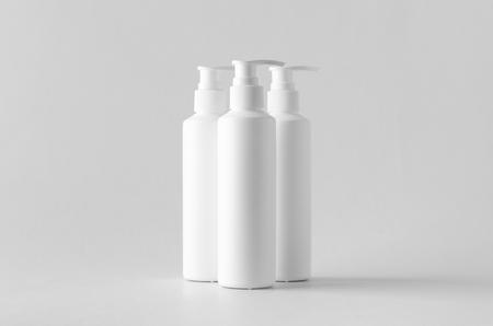 White cosmetic shampoo dispenser bottle mock-up. Banco de Imagens - 115963528